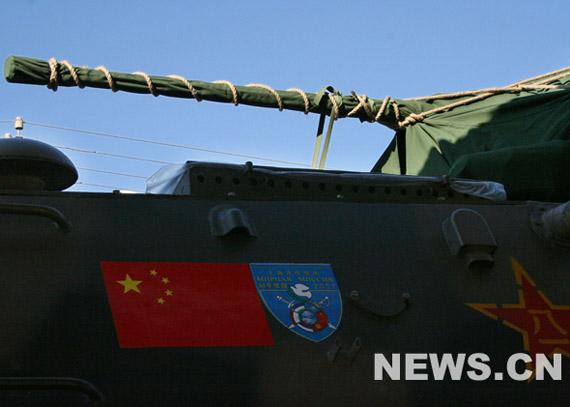 图文:军列上的国产92轮式步兵战车
