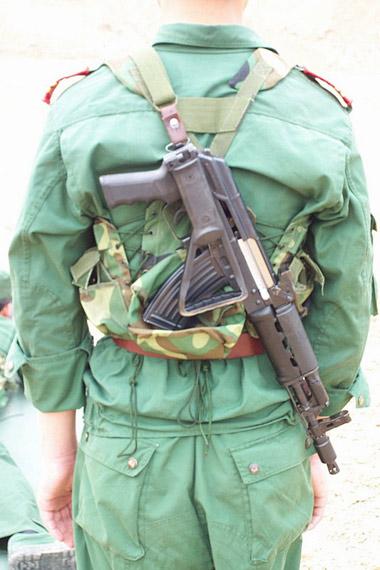 图文:中国56C短突击步枪携行状态