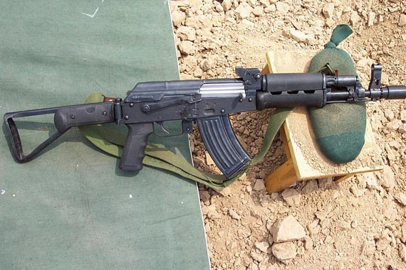 图文:56C短突击步枪使用专门设计的20发弹匣