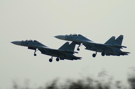 中国海航演练新型战机深夜海上远程突袭(组图)