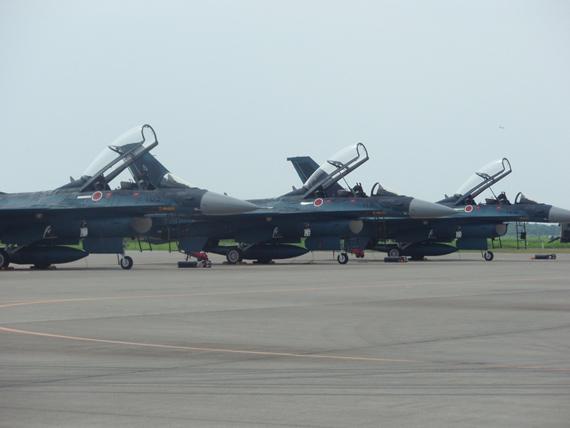 图文:日本航空基地F-2机队群