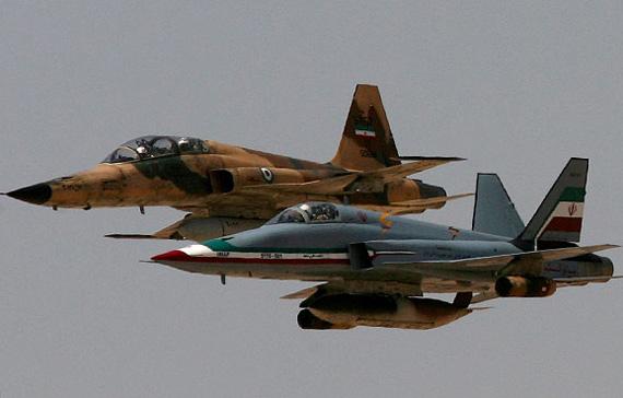 图文:伊朗闪电战机与美制F-5E战机