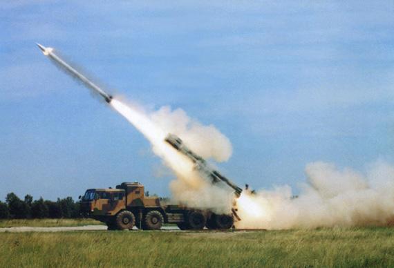 图文:中国新A100型300毫米远程火箭