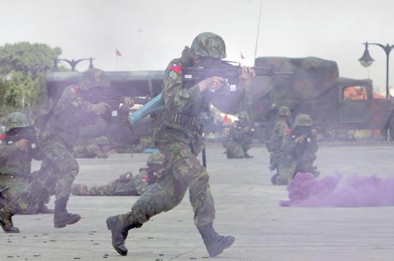 图文:台湾陆军模拟城市作战