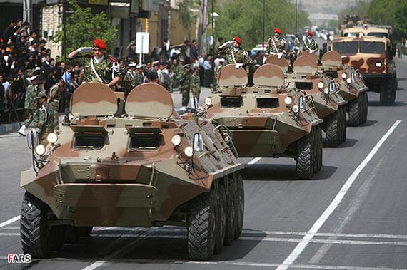 图文:伊朗陆军步兵战车分队参加阅兵式
