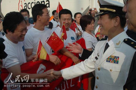 图文:当地华人华侨热烈欢迎中国海军舰艇编队来访
