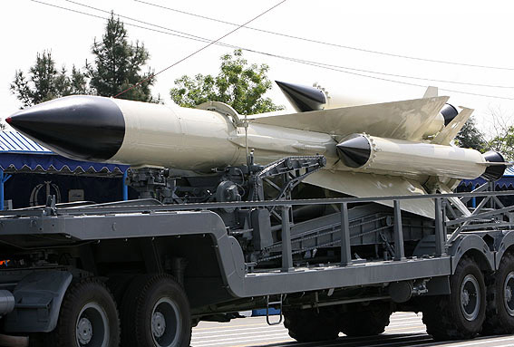 图文:伊朗展示的仿制型远程防空导弹