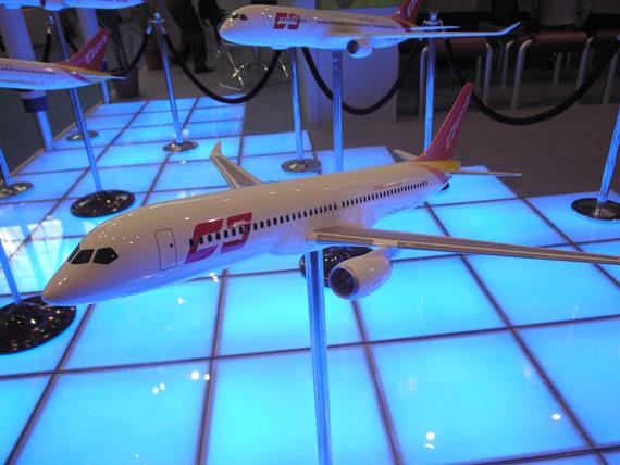 国产cs2010-200基本型单通道客机模型亮相(图)