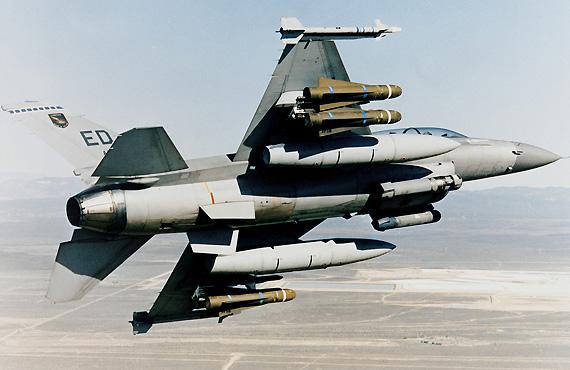 美国空军将重新改装小牛导弹以销往海外(组图)