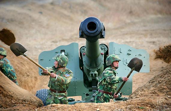 沈阳军区官兵实兵对抗中遭敌空袭产生紧张心理