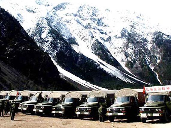 图文:驻藏官兵保障车队