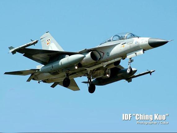 空军歼-10伴随支援型战机方案设想(图)