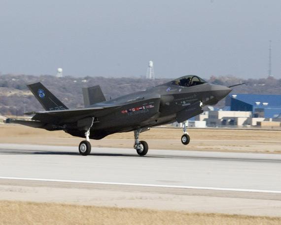 谁与争锋:谈猛禽F-22A闪电F-35战技性能对比