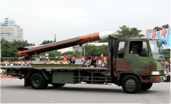 图文:台军展出的天弓-3新型防空导弹