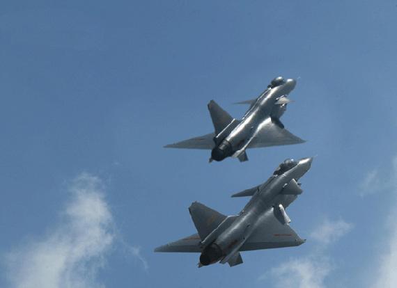 歼-l0采用第五代战机惯用的鸭式先进气动力布局(f/a-22及jsf除外)图片