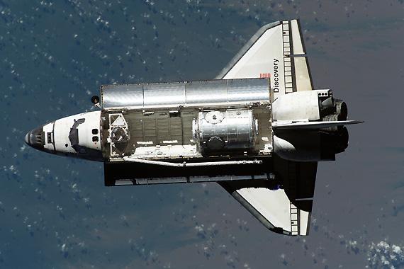 图文:发现号航天飞机打开操作舱