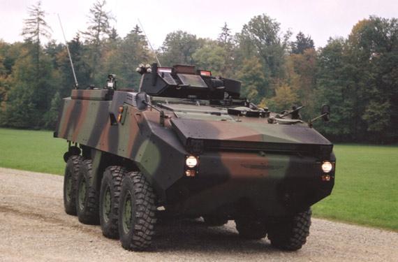 图文:瑞士皮兰哈IIIC8X8轮式步兵战车