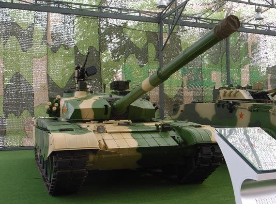 图文:解放军国防成就展上亮相的国产新式改型99坦克