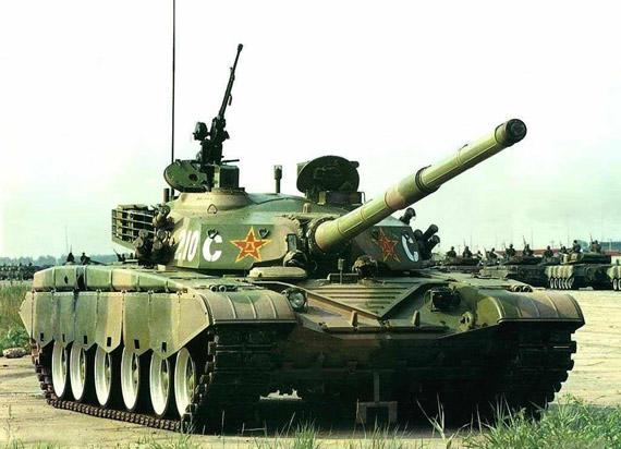 图文:早期准生产型99式坦克被批准参加99年阅兵式