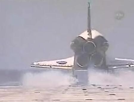 图文:航天飞机降落尾部特写