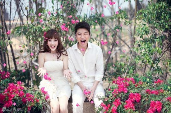 李小璐與賈乃亮甜蜜婚紗照