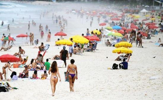 科巴卡巴纳海滩上,人头攒动。