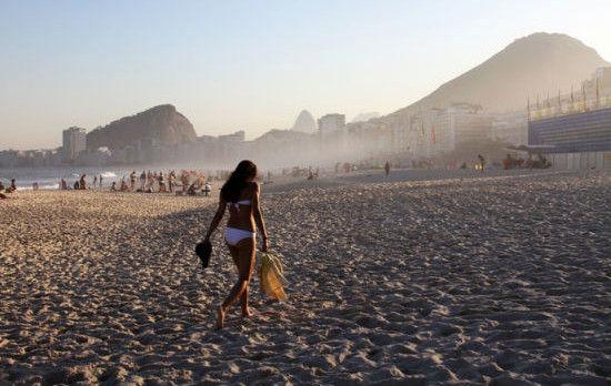 伊帕内玛海滩上的动人姑娘