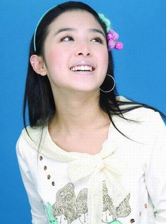 美容 正文    清纯小公主张含韵不仅长得甜美,百变可爱的发型look
