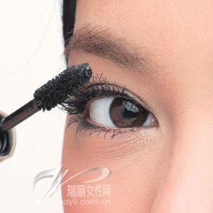 更浓更密更纤长鲜为人知的睫毛膏性感秘招(图)