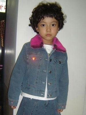 長大後的鄭彩恩髮型怪怪的
