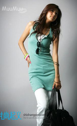 蓝绿色背心裙可以搭配裤子