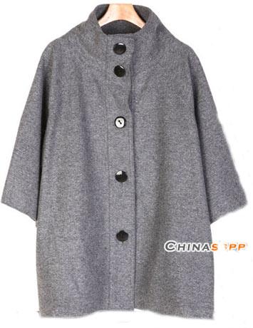 灰色上衣搭配女