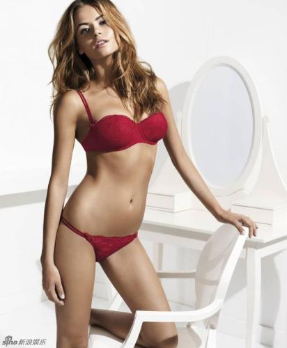巴西名模丹妮尔性感内衣秀图片