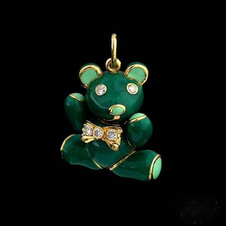 项链吊坠,每一款都是精美绝伦的手工制品,这些可爱的小熊大部分都是由