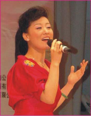 著名歌唱演员、总政歌舞团当红独唱演员谭晶演唱歌曲《和谐大家园》