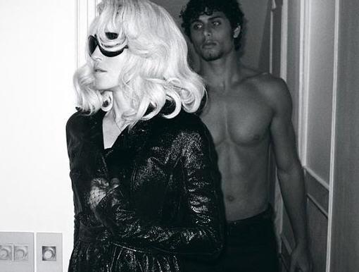 麦当娜最新写真 与新欢男模定情照