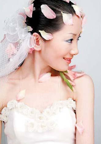 艳慕婚纱摄影_...艳中国红 棚内婚纱摄影