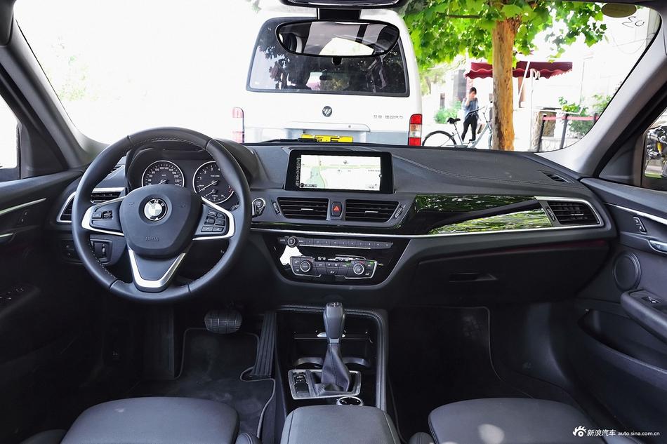 2017款宝马1系118i自动设计套装型