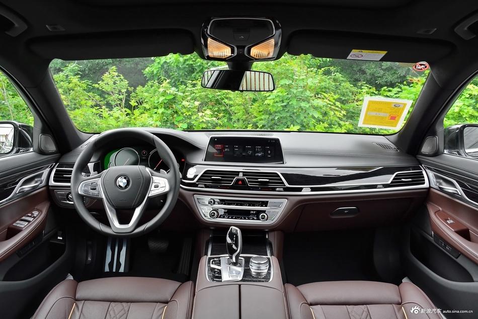 2018款宝马7系740Li 3.0T自动领先型M运动套装