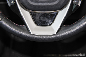 2015款比亚迪秦1.5T自动双冠旗舰版