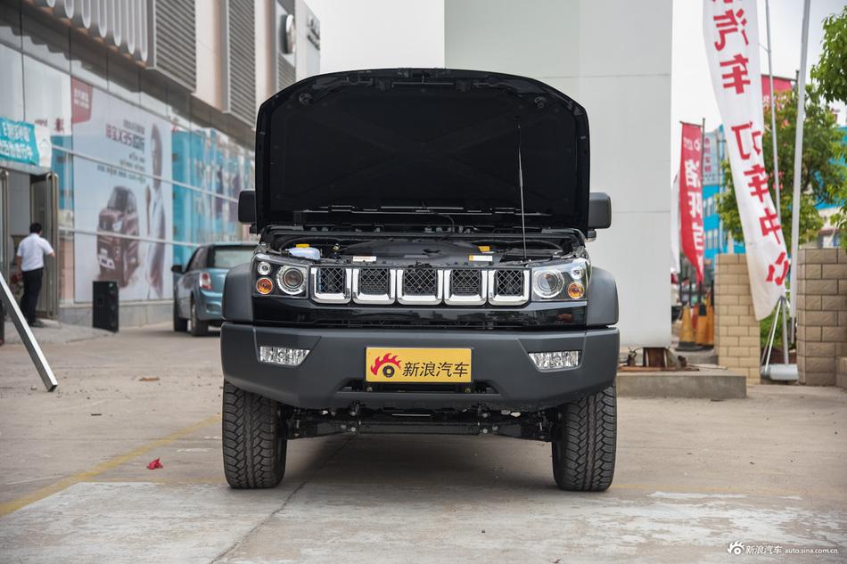 2016款北京BJ40L 2.0T手动四驱尊贵版 极夜黑