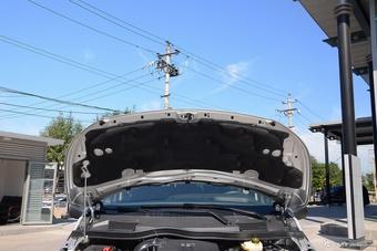 2016款奔驰威霆2.0T自动精英版 太空银