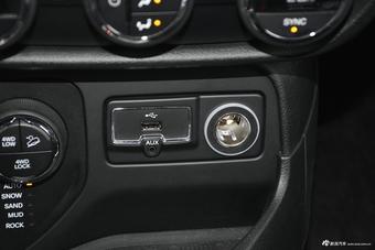 2017款自由侠2.0L自动四驱越能版