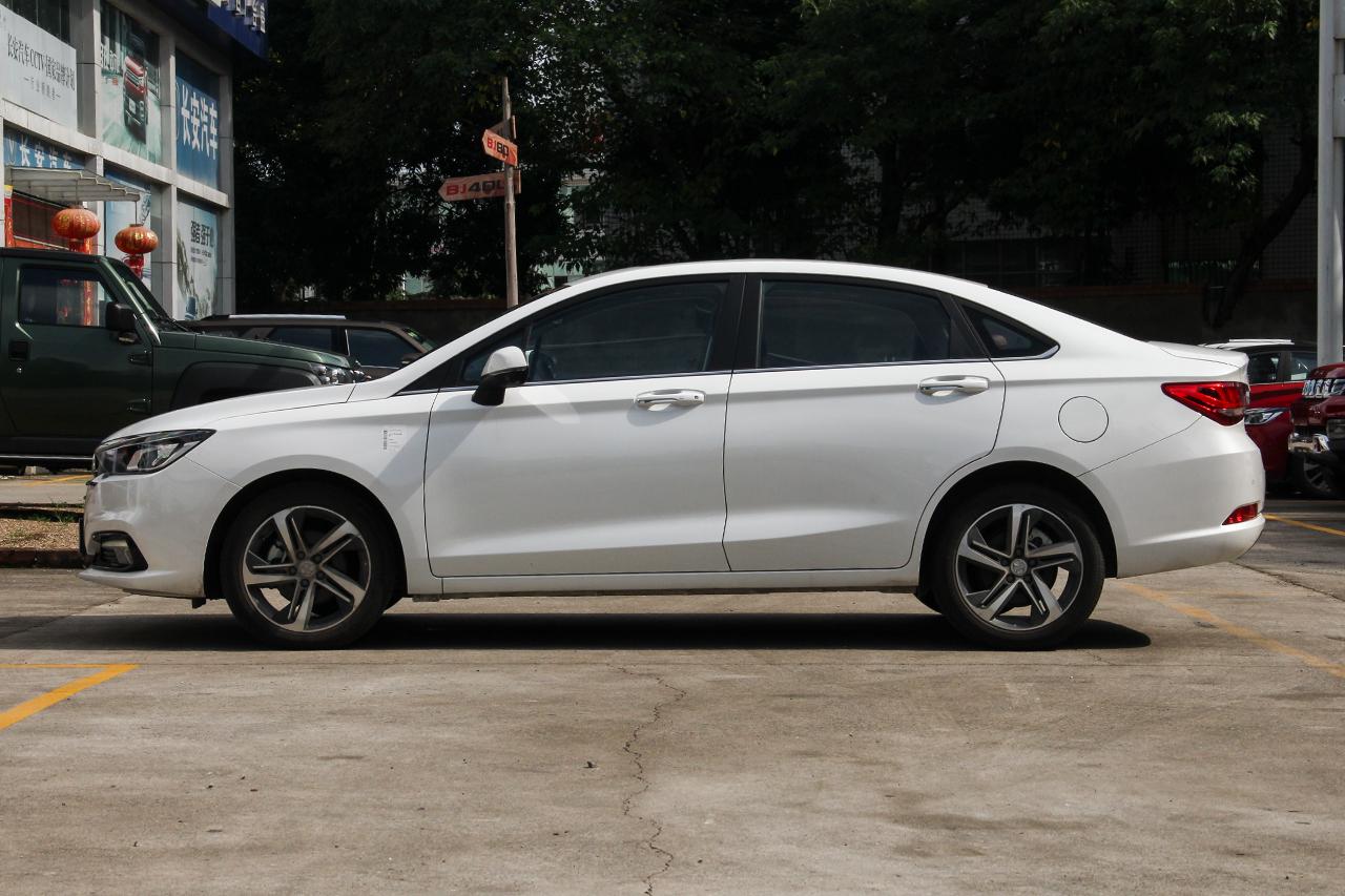 2018款北汽绅宝D50 1.5L CVT尊享智联版