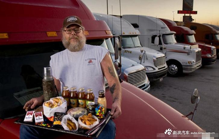 世界卡车司机们的日常 有顿热饭就是幸福