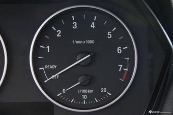 2016款宝马1系118i 1.5T自动领先型