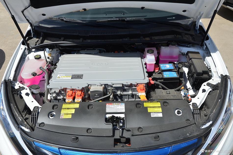 2017款比亚迪秦EV300尊享型