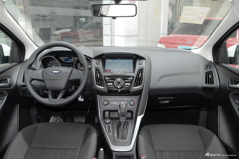 2017款福克斯两厢1.6L自动舒适型智行版 珠光白