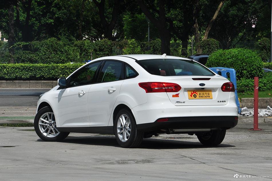 买车绝对要比价!4月新车福特福克斯优惠高达3.50万