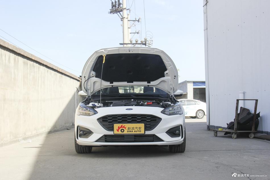 2019款福克斯三厢1.5T自动ST Line EcoBoost 180